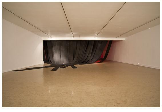 Edvine Larssen: fra installasjonen Unforgettable Vision of Darkness, 2013
